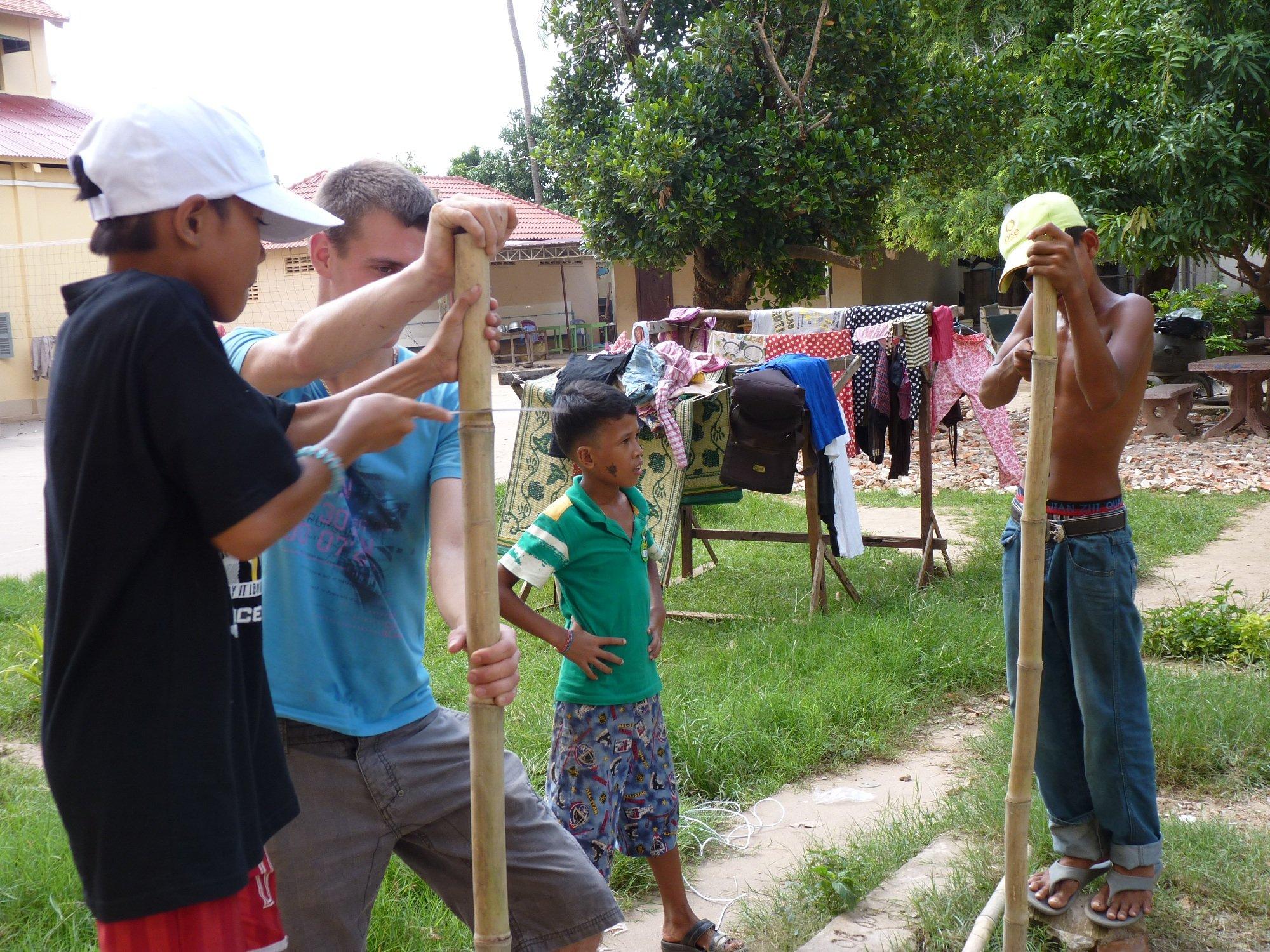 Fabrication d'un étendoir à linge at Icambodge humanitaire ~ Fabriquer Un Etendoir A Linge Exterieur En Bois